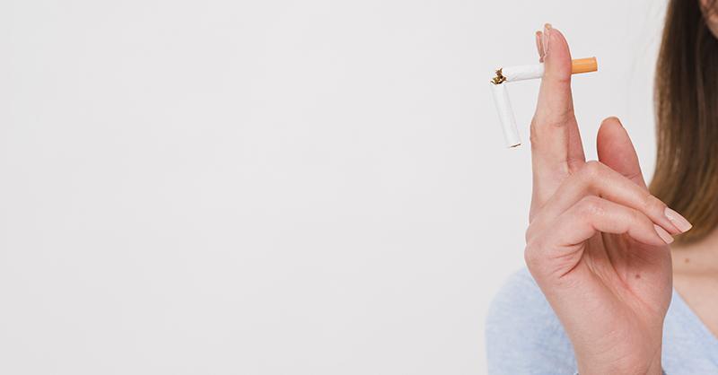 4 problemas en la salud oral de los fumadores